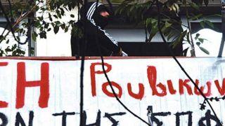 Анархисты издеваются над полицией на фоне всплеска активности