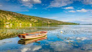 Отдых на природе: 3 волшебных озера Греции