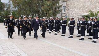 Камменос призывает богатых греков купить фрегат