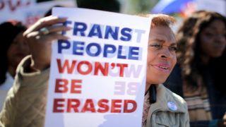 В Британии транс-активисты меняют пол 3-х летним детям