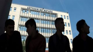 Греция разрешила беженцам и мигрантам выехать на материк