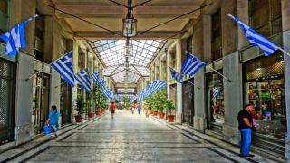 Греки возвращаются к местным торговым точкам