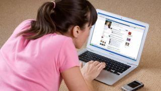 В Греции запретят детям до 16 лет пользоваться соцсетями без разрешения родителей?!