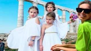 Вера Брежнева сняла видеоклип в храме Посейдона