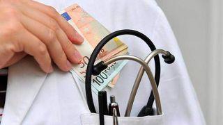 Врача государственной больницы поймали на взятке