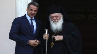 Премьер-министр Греции отменил план по выводу священников из категории государственных служащих