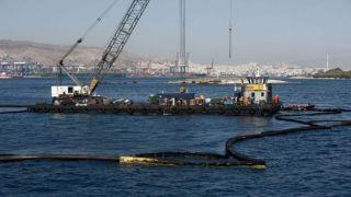 Греция повысит контроль над танкерами после аварии на Саламине
