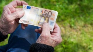 Февральские пенсии выплатят раньше