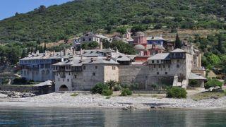 Трое монахов из Афона подозреваются в заражении коронавирусом