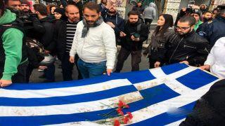 Шествие в память Политехнио идет по Афинам