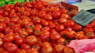 Томаты с пестицидами на рынке Пирея