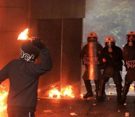 ELAS призывает наказать анархистов напавших на полицейских