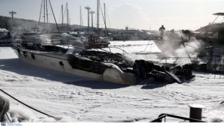 Глифада: пожар на яхте