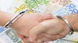 Должники: изъятия с 310 000 банковских счетов