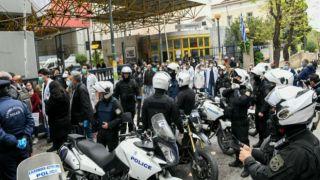 Врачи и медсестры Греции провели митинги протеста против условий работы