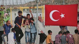 Турция угрожает Европе миллионами беженцев. Европа уверена, что это блеф