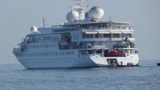 Лайнер миллионеров в порту Ханьи