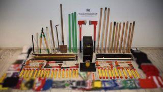 Кастеты, топоры и дубинки: Полиция Салоник проверила фан-клубы Ариса и ПАОК