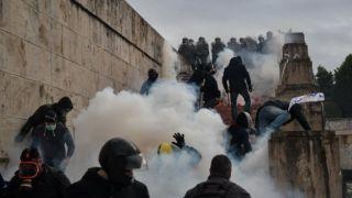 Жалоба на использование химических веществ на площади Конституции