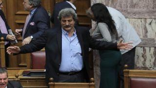 Глава Нацбанка Греции обвиняет замминистра в получении незаконного кредита