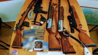 Автомат Калашникова и целый арсенал другого оружия изъят у жителя Агринио