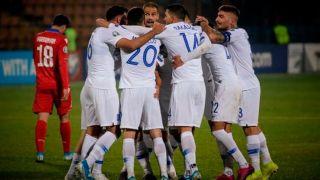Сборная Греции по футболу побеждает в Армении. Поздновато, конечно, но…