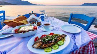"""Репортер CNN, попав в Грецию, """"сошла с ума"""" от традиционных яств"""