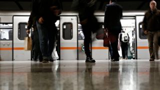 Мужчина бросился под поезд на станции метро Аг. Димитриос