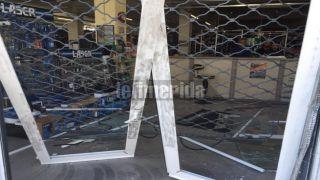 Протаранили витрины и ограбили 2 магазина