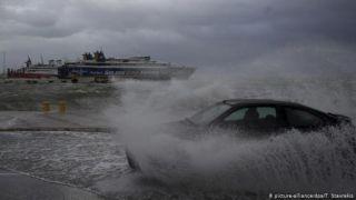 Циклон, накрывший Грецию, запер корабли в портах