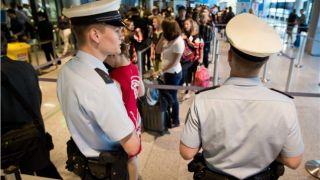 Проверки греков в аэропортах Гремании отменяются