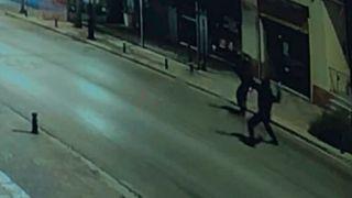 Нападение на офис Новой Демократии в Афинах попало на видео