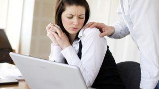 Греция: 9 из 10 женщин подвергаются сексуальным домогательствам на работе