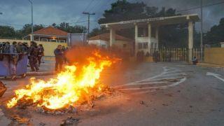 Оппозиция обвинила правительство в беспорядках на островах