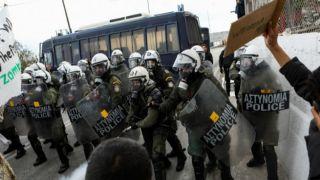 Слезоточивый газ против жителей Малакасы