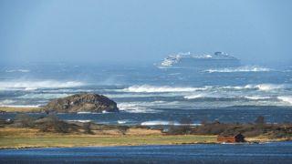Лайнер Viking Sky терпит бедствие у берегов Норвегии