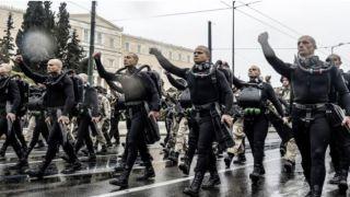 Дайверам береговой охраны запретили выкрикивать патриотически лозунги на параде