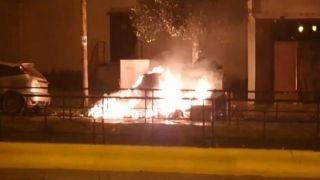 Пожар в Каллифее: неизвестные подожгли 14 мусорных контейнеров