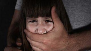 47-летний педофил обвиняется в изнасиловании падчерицы