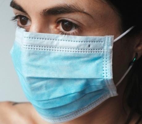 Отмена ношения маски в торговых центрах и ограничения числа лиц за столиками