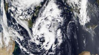 За «Эвридикой» следует циклон «Зинонас»