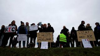 Франция: штраф 135 евро, тому кто носит желтый жилет