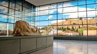 Франция отправит метопа Парфенона в Грецию на празднование 2021 года