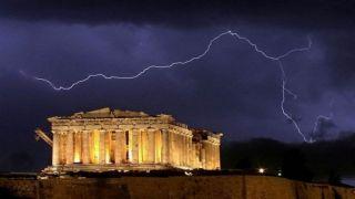 Удар молнии на Акрополе поразил 4- х человек