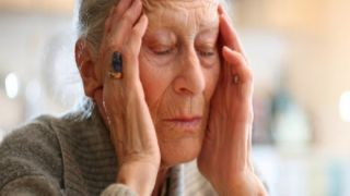 Грек, который «объявил войну» болезни Альцгеймера