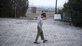 Полицейские, задержавшие больных вирусом детей мигрантов, помещены на карантин