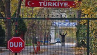 Турция депортирует американца, который застрял на границе с Грецией