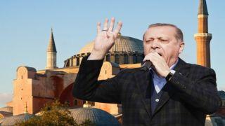 Греция возмущена заявлением Эрдогана о превращении Софийского собора в мечеть