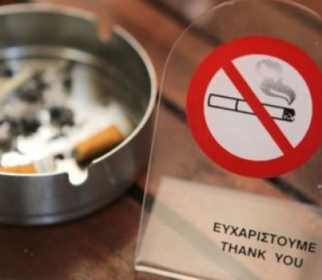 Греков начинают кошмарить: принят новый закон о борьбе с курением