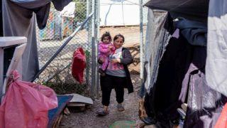 Правительство Греции планирует перевезти тысячи нелегалов на материк